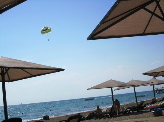 Paloma Grida Resort & Spa : Quiet privat resort beach. Long beach walks. Very little beach activies.