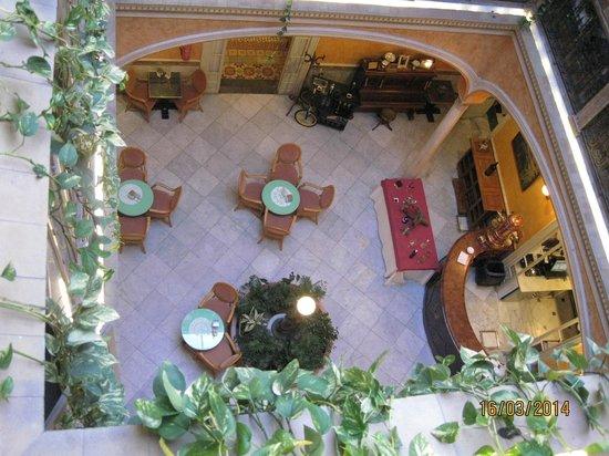 Taberna del Alabardero: Innenhof überdacht mit Bistrot