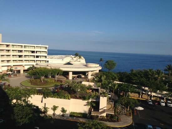 Sheraton Kona Resort & Spa at Keauhou Bay: View from the lanai (balcony) of the hotel front and partial ocean view