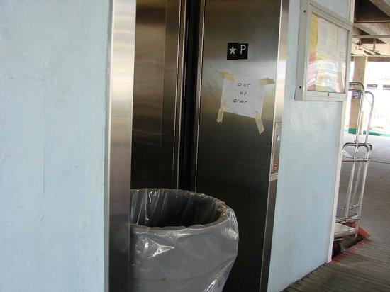 Seascape Condominium Rentals: Hotel Elevator