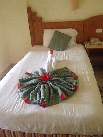 SENTIDO Oriental Dream Resort : Sorprese del personale della pulizia
