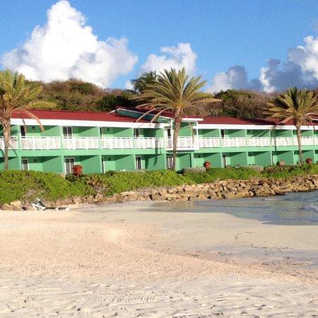 Pineapple Beach Club Antigua: Waterfront rooms