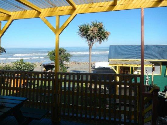 Punakaiki Beach Hostel: Terrasse