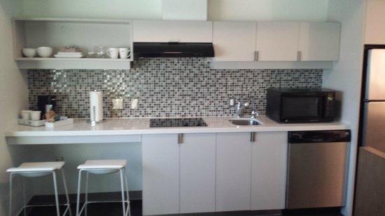 Element Dallas Fort Worth Airport North: The kitchen