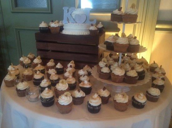 Sassy Cakes: Wedding setup