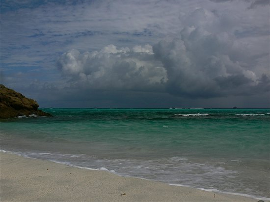 Tobago Cays: Dark clouds coming from Atlantic