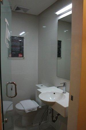 Red Planet Quezon City, Manila : bathroom