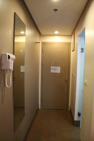 Red Planet Timog : Room hallway