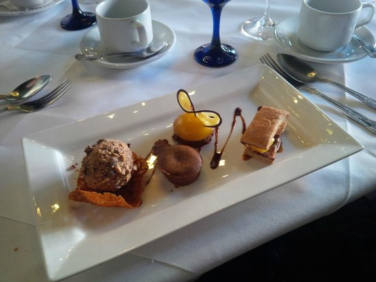 The Inn at Lathones Restaurant: Splendid quartet of chocolate thingys