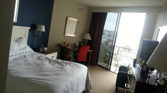 The Sheraton San Diego Hotel & Marina: Overall View of room