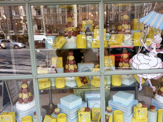 Ladurée : Laduree Shop window