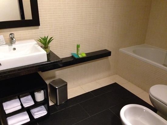 Hotel Lisboa: super schönes Bad, stets Shampoo und Duschbad vorhanden
