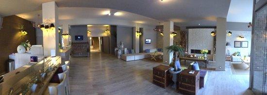 Floris Karos Hotel: Entrée de l'hôtel