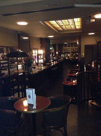 Cafe Luxembourg: Grande gentilezza  e cortesia . Musica soft e gradevole ti accompagna per l cena ..