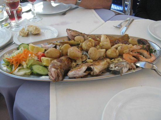 Restaurante El Mirador: Our freshly grilled fresh fish platter.