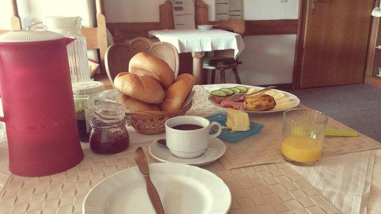Landhaus Elfi : plentiful breakfast