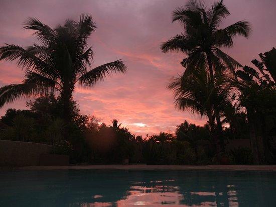 Turtle Bay Dive Resort: il tramonto dalla piscina