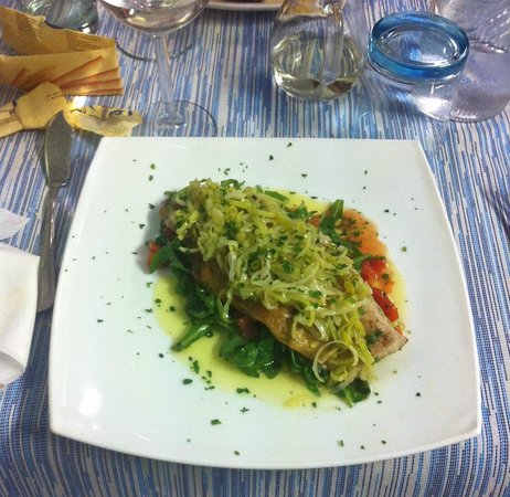 Trattoria Al Pescatore Cucina Tipica Del Pesce : Filetto di otragano con joulienne di porro