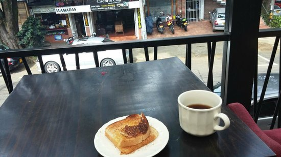Happy Buddha Boutique Hostel: Having free strong coffee and toast on the open air porch