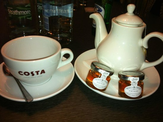 Hilton London Stansted Airport: Nice touch for someone with a cold!