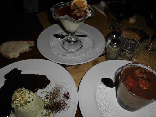 Osteria Baralla : trittico di dolci: semifreddo al pistacchio, panna cotta all'arancia, mousse con aspic di passit