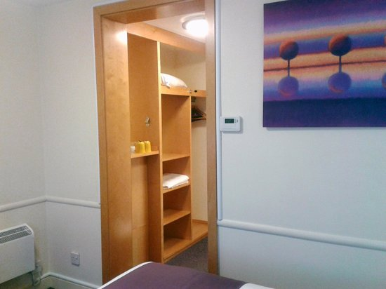 Premier Inn Leicester Fosse Park Hotel: Small rooms