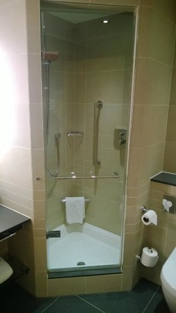 Hilton at St George's Park, Burton upon Trent: Bathroom