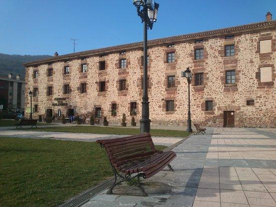Albergue De La Real Fabrica De Ezcaray : albergue y restaurante