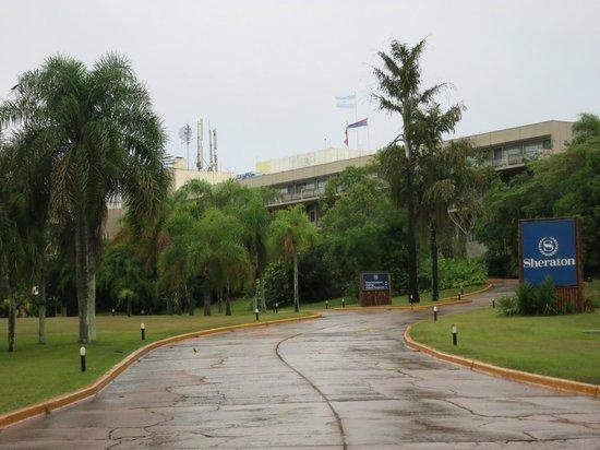Melia Iguazu: Front view of hotel