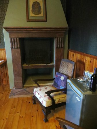 De Oude Pastorie Guesthouse: Fireplace in the Suite