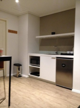 Ovolo Laneways: Kitchen area 1 bedroom unit