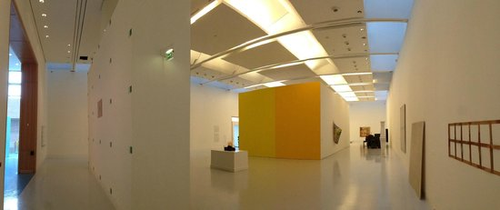 Musée d'Art moderne et contemporain : view of one of the large rooms