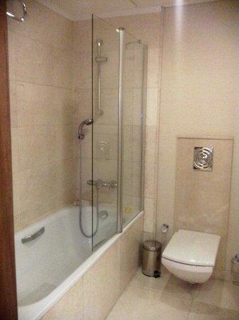 Movenpick Hotel Izmir : bathroom