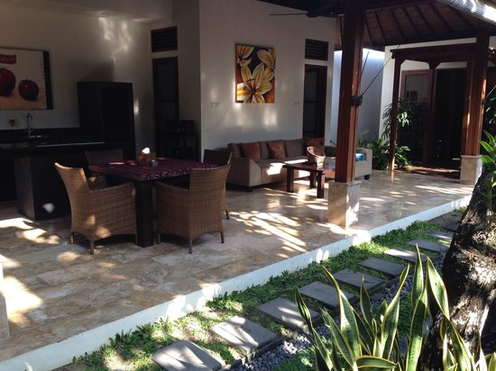 Ellora Villas : outdoor living area