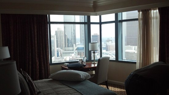 Omni Atlanta Hotel at CNN Center : Picture of our corner room overlooking Centennial Park