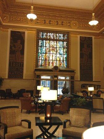 Drury Plaza Hotel San Antonio Riverwalk : Stained glass window of the Alamo in the lobby