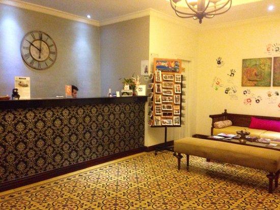 Jasmin Monument Hotel: Small but cozy lobby.