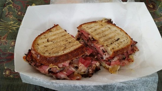 Mike's Deli and Restaurant : Reuben at Mike's