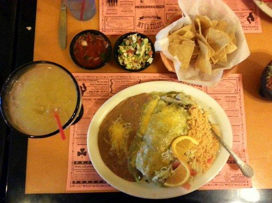 El Patio Bar and Grill: Chile Verde burrito, Supreme margarita, red & vegie salsas