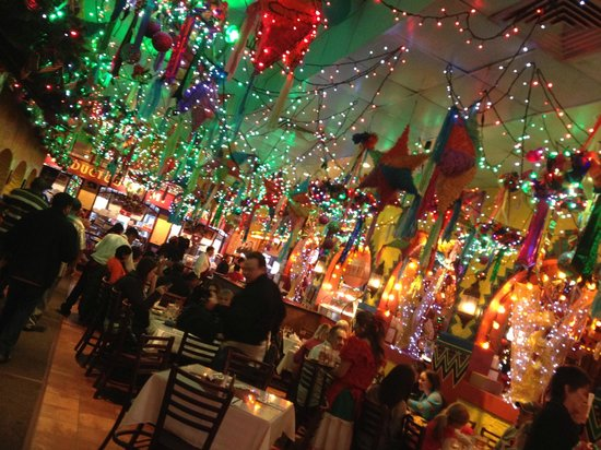 Mi Tierra Cafe & Bakery : We loved the decor. So colorful!