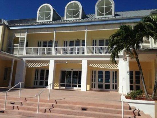 Grand Lucayan, Bahamas: Main lobby on the ocean side