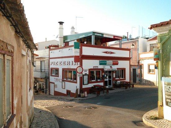 Pizzeria D´Alvino: Vista exterior diurna...