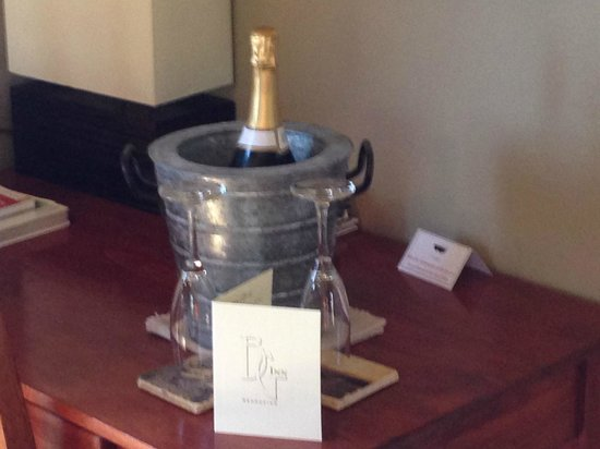 Brewery Gulch Inn : 20th Anniversary Surprise in our Room