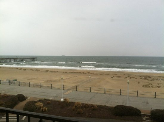 Four Points by Sheraton Virginia Beach Oceanfront : out the window