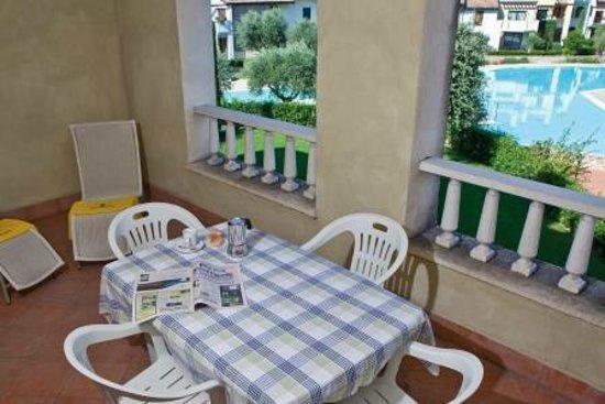 Garda Resort Village: terrace pool front