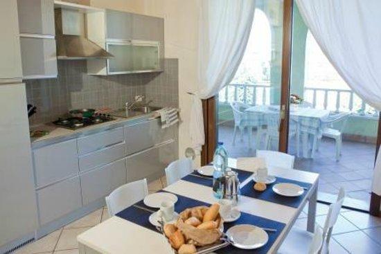 Garda Resort Village: kitchen