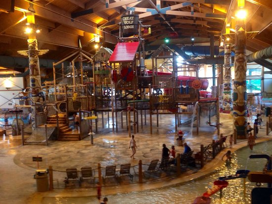 Great Wolf Lodge: From second floor window