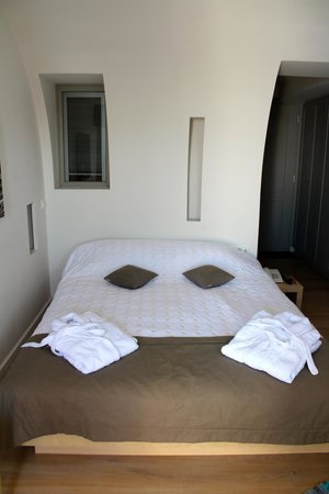 Panorama Boutique Hotel: Queen size bed