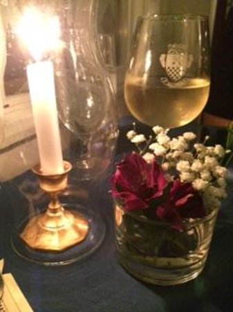 Cafe Provencal: Candlelight and fresh flowers