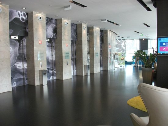Novotel Barcelona City: Lift Area - very quick and quiet